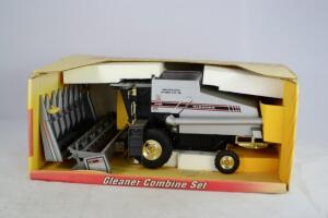 GLEANER R-62 COMBINE SET SPECIAL EDITION
